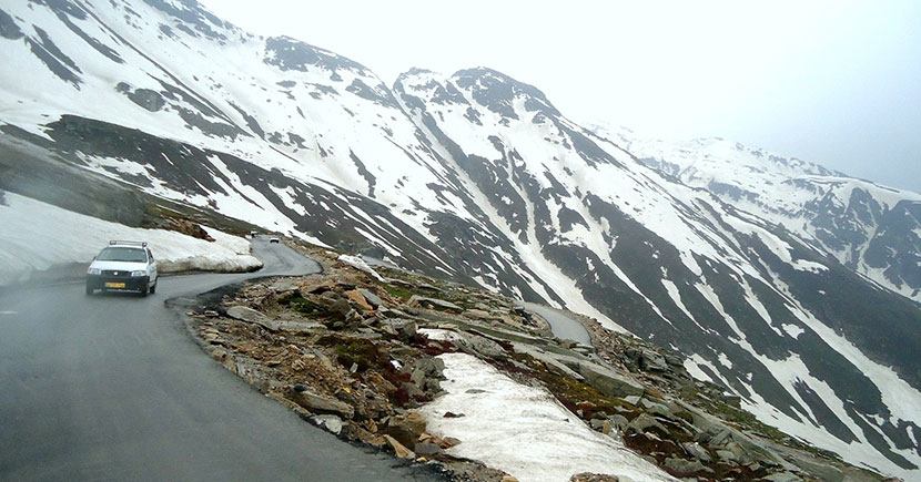 Rohtang-Pass-manali-India